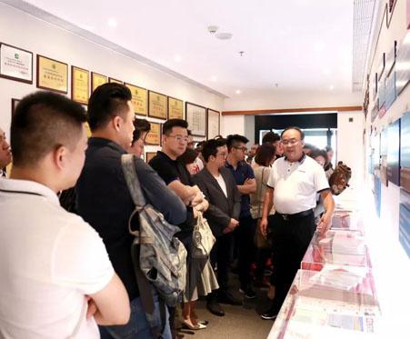 星讯 | 马来西亚45名华人企业家来星艺参观交流